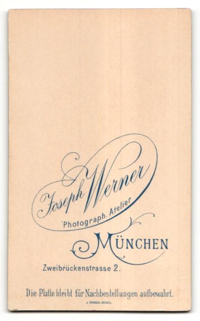 Fotografie Joseph Werner, München, Portrait Knabe mit zeitgenöss. Frisur 1