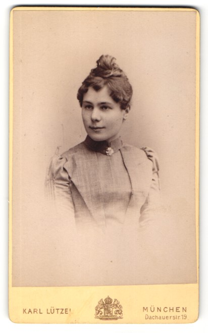Fotografie Karl Lützel, München, Portrait junge Frau mit Haarknoten