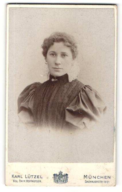 Fotografie Karl Lützel, München, Portrait junge Frau mit zusammengebundenem Haar