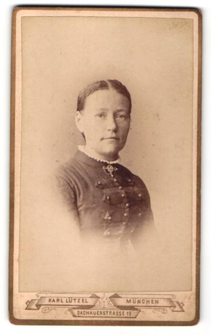Fotografie Karl Lützel, München, Portrait Frau mit zeitgenöss. Frisur