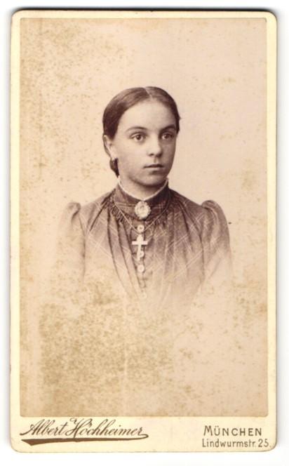 Fotografie Albert Höchheimer, München, Portrait Mädchen mit Kruzifix