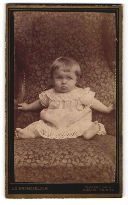 Fotografie Jg. Kranzfelder, Klattau-Taus & Bischof-Teinitz, Portrait Kleinkind in Leibchen 0