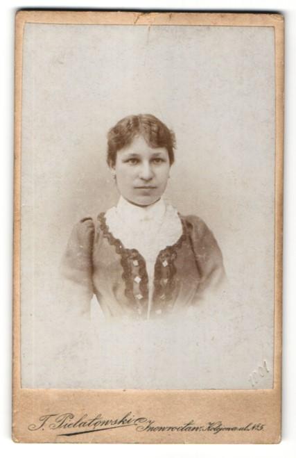 Fotografie J. Pielatowski, Inowroclaw, Portrait junge Frau mit zusammengebundenem Haar