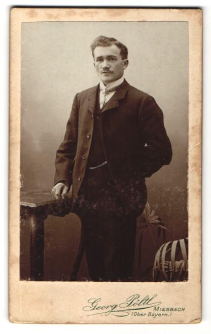 Fotografie Georg Pöltl, Miesbach, Portrait Herr in Anzug