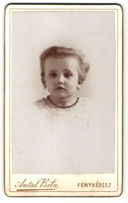Fotografie Antal Béla, Wien, Portrait kleines Mädchen mit Ohrringen