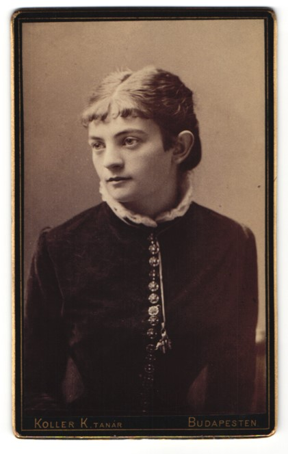 Fotografie Koller K. Tanar, Budapest, Portrait Fräulein mit zeitgenöss. Frisur 0