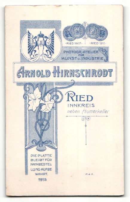 Fotografie Arnold Hirnschrodt, Ried, Portrait junge Frau in zeitgenöss. Kleidung 1
