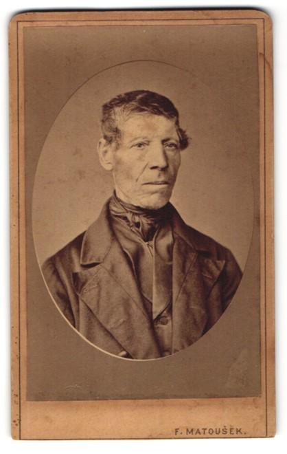 Fotografie F. Matousek, unbekannter Ort, Portrait betagter Herr mit zeitgenöss. Frisur 0