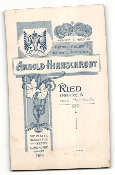 Fotografie Arnold Hirnschrodt, Ried, Portrait Dame in festlicher Kleidung 1