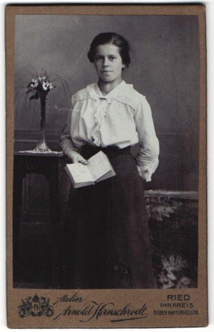 Fotografie Arnold Hirnschrodt, Ried, Portrait junge bürgerliche Dame