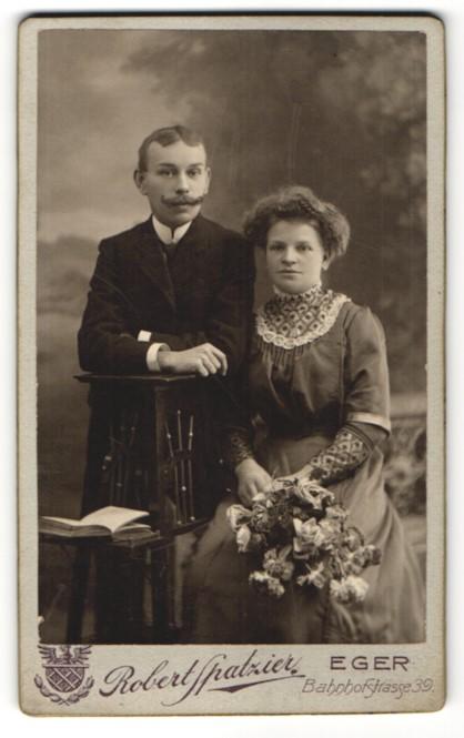 Fotografie Robert Spatzier, Eger, Portrait junges bürgerliches Paar