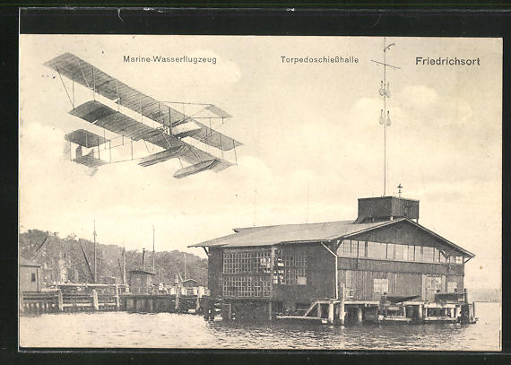 AK Kiel-Friedrichsort, Marine-Wasserflugzeug über der Torpedoschiesshalle 0