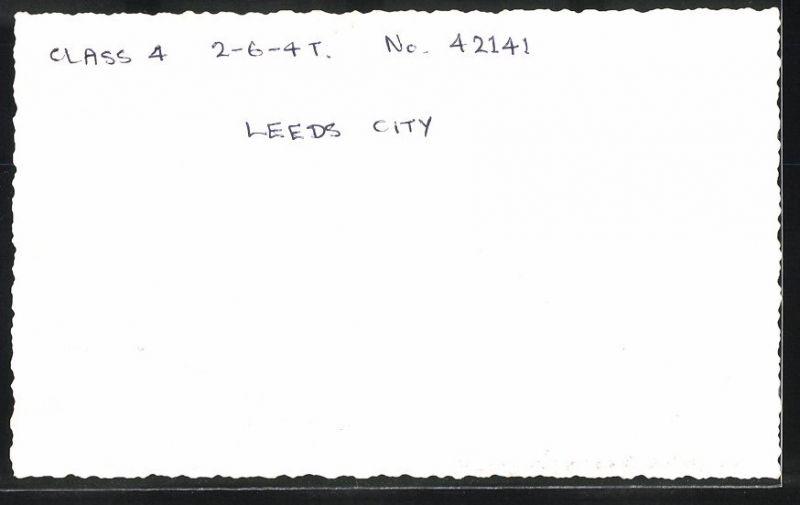Fotografie Fotograf unbekannt, Ansicht Leeds, Eisenbahn England, Dampflok Class 4, Lok-Nr.: 42141 im Bahnhof 1