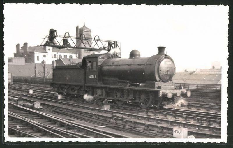 Fotografie Fotograf unbekannt, Ansicht Newcastle, Dampflok Class J27, Lok-Nr.: 65877, Eisenbahn England