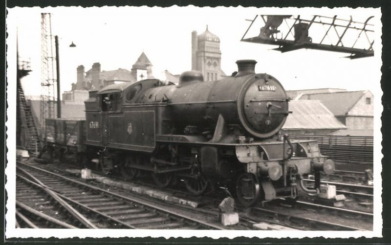 Fotografie Fotograf unbekannt, Ansicht Newcastle, Dampflok Class V3, Lok-Nr.: 67691, Eisenbahn England