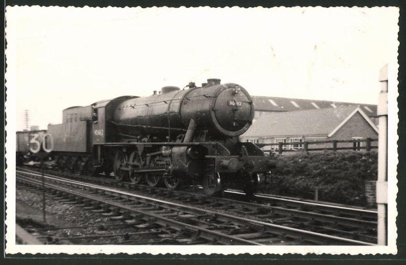 Fotografie Fotograf unbekannt, Ansicht Northallerton, Dampflok Class WD, Lok-Nr.: 90462, Eisenbahn England