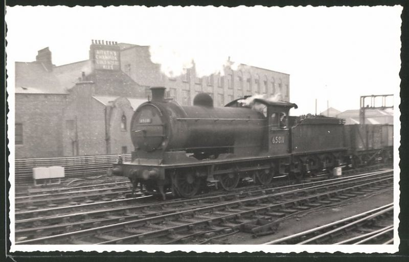Fotografie Fotograf unbekannt, Ansicht Newcastle, Dampflok Class J27, Lok-Nr.: 65811, Eisenbahn England