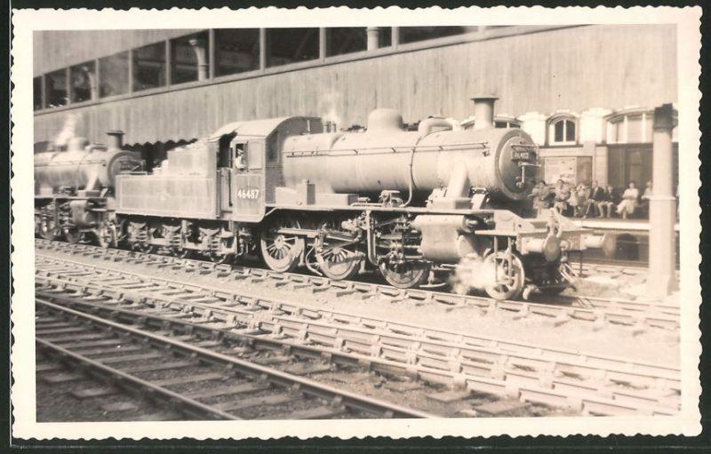 Fotografie Fotograf unbekannt, Ansicht Manchester, Dampflok Class 2, Lok-Nr.: 46487, Eisenbahn England