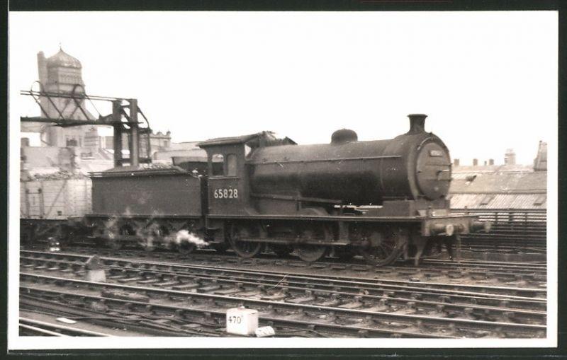Fotografie Fotograf unbekannt, Ansicht Newcastle, Dampflok Class J27, Lok-Nr.: 65828, Eisenbahn England