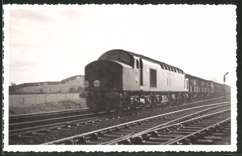Fotografie Fotograf unbekannt, Ansicht Northallerton, Diesel-Lok Type 4, Güterzug, Eisenbahn England 0