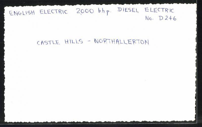 Fotografie Fotograf unbekannt, Ansicht Castle Hills / Northallerton, Diesel-Lok, Lokomotive Nr.: D246, Eisenbahn England 1