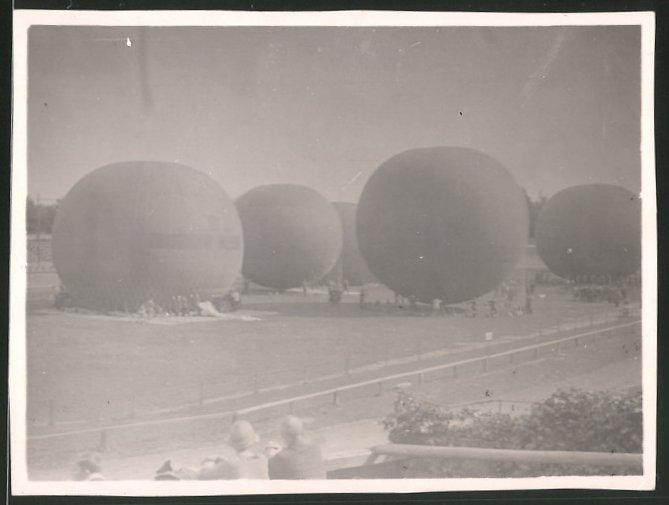 Fotografie Ballon-Rennen, Gas-Ballone werden vor dem Start befüllt 0