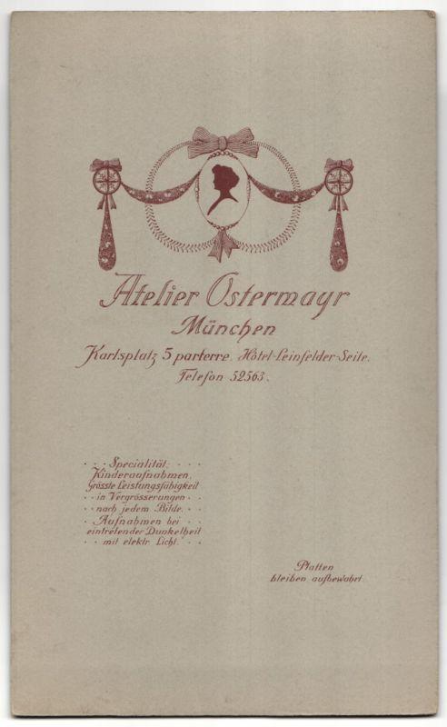 Fotografie Atelier Ostermayr, München, Brautpaar kurz nach der Hochzeit, Bräutigam mit Vollbart 1