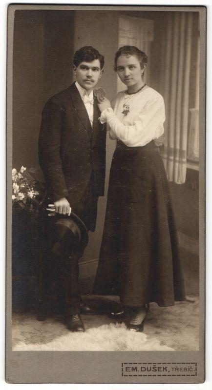 Fotografie Em. Dusek, Trebic, junges Paar kurz nach der Hochzeit