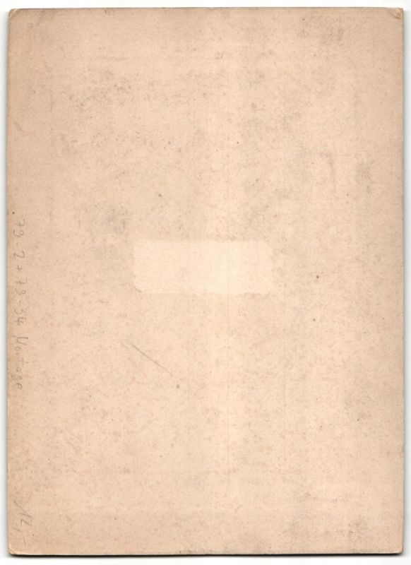 Fotografie Emil Voigt, Wien, Portrait Edeldame von Hufeisen & Blumen eingerahmt, Fotomontage 1