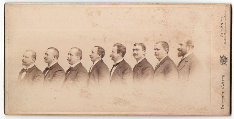 Fotografie Dietrich & Witte, Chemnitz, Männer im Anzug in einer Reihe stehend 0