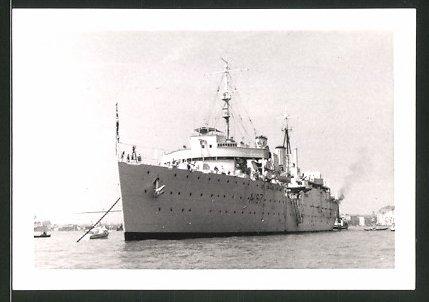 Fotografie Hilfskreuzer A187 der British Royal Navy liegt vor Anker 0