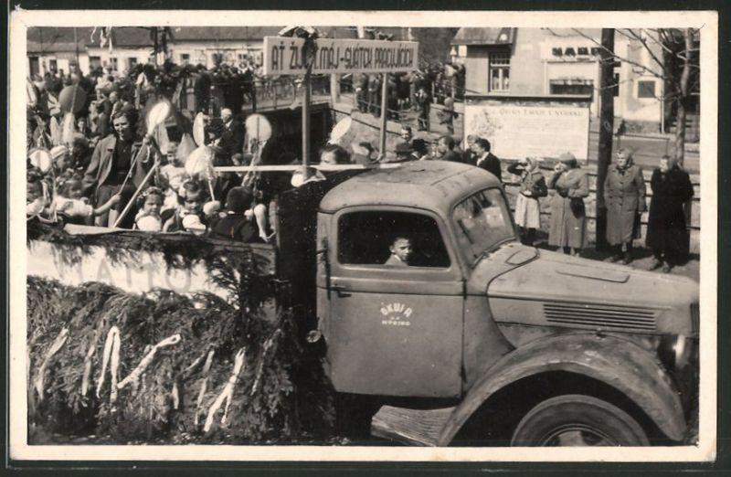 Fotografie Lastwagen, geschmückter LKW bei einem Volksfest in Tschechien