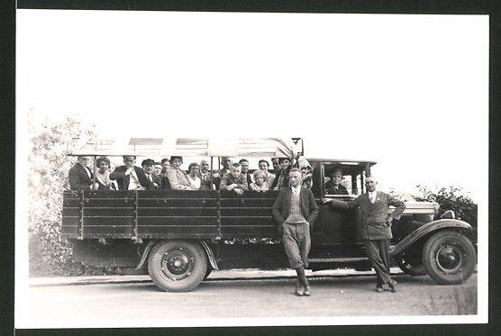 Fotografie Lastwagen, LKW-Pritsche für den Personenransport optimiert