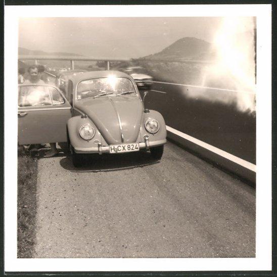 Fotografie VW Käfer, Volkswagen PKW auf einem Autobahn - Standstreifen 0