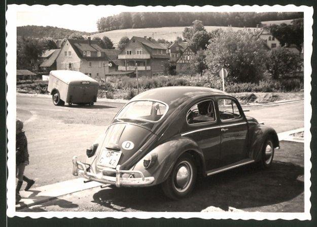 Fotografie Auto VW Käfer, Volkswagen PKW am Strassenrand