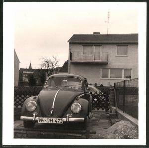 Fotografie Auto VW Käfer, Volkswagen PKW in Einfahrt stehend