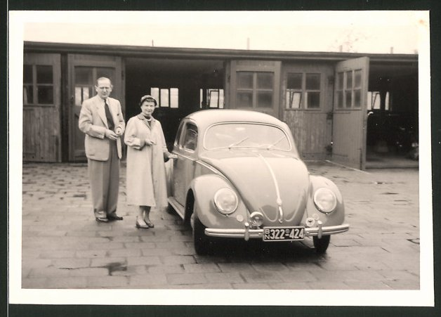 Fotografie Auto VW Käfer, Volkswagen PKW vor Garage in Osnabrück, Kfz-Kennz.: BN322-424