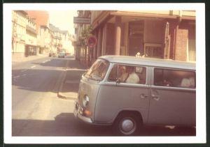 Fotografie Auto VW Bulli T2, Volkswagen Kleinbus voll beladen