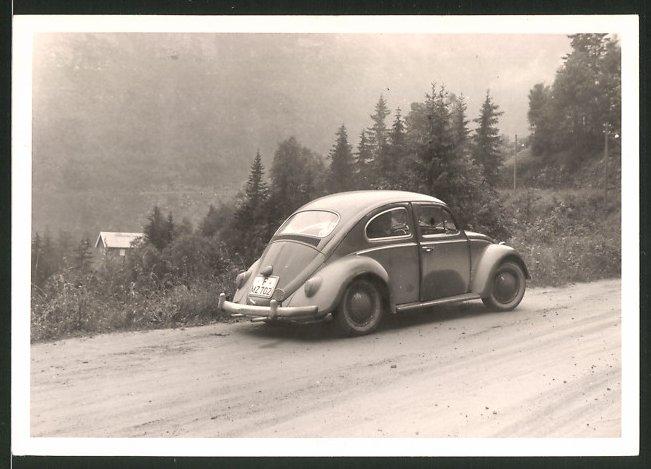Fotografie Auto VW Käfer, Volkswagen PKW auf einer Passstrasse