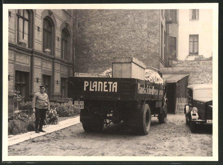 Fotografie Lastwagen, LKW Pritsche der Firma Planeta, Dresdner Schnellpresse-Fabrik A.-G., Coswig