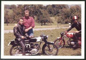 Fotografie Motorrad Moto Morini, Burschen bei einer Ausfahrt mit dem Krad