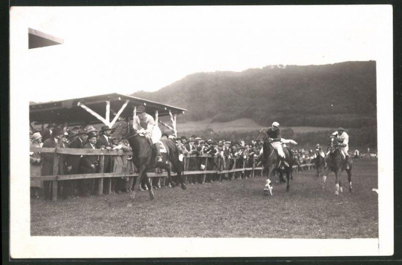 Fotografie Fotograf unbekannt, Ansicht Zürich, Pferderennen 1926, 1. Platz Hptm. aubi auf Robert der Teufel