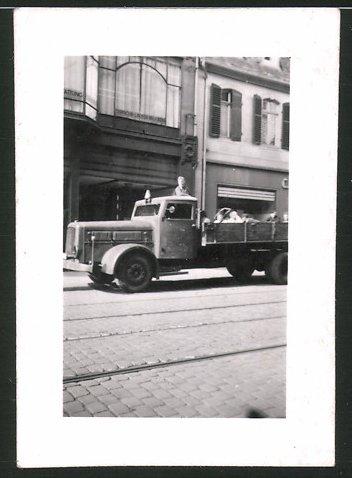 Fotografie Lastwagen Deutz, Langhauber LKW-Pritsche transportiert Fahrgäste
