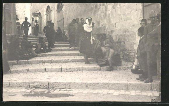 Foto-AK Nablus, Schuhputzer am Treppenaufstieg