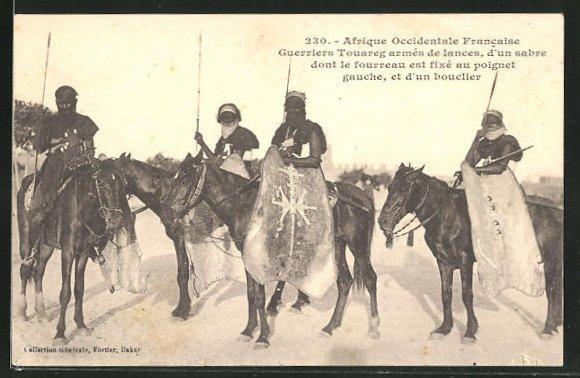 AK Afrique Occidentale Francaise, Guerriers Touareg armes de lances, Krieger mit Lanze und Schild