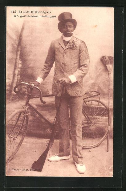 AK St-Louis, Un gentleman distingué, Afrikaner im Anzug mit Gewehr und Fahrrad