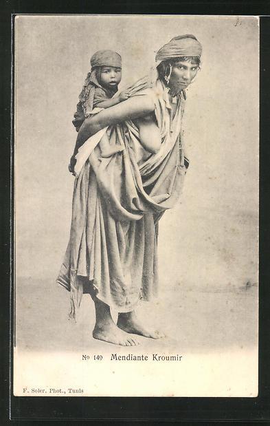 174c8d9ad86f2d AK Mendiante Kroumir, Bettlerin mit entblösster Brust und Kleinkind
