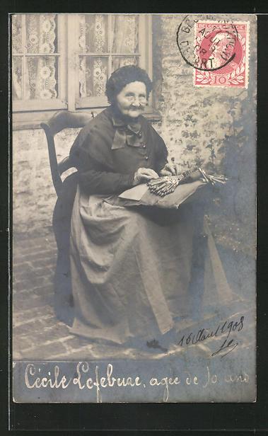 AK Cécile Lefebvre, 90 jährige Frau beim klöppeln