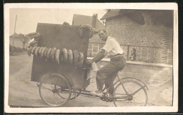 Foto-AK Bäcker fährt seine Produkte mit dem Fahrrad aus