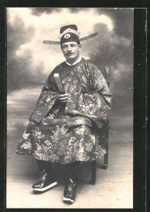 AK Mann in chinesischer Tracht mit Hut und Fächer